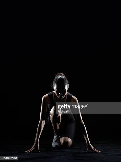 Female athlete who prepares crouch start