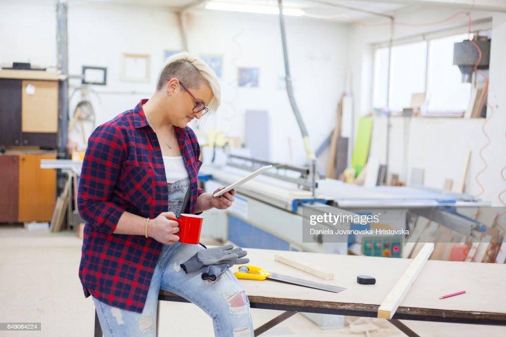 female carpenter : Foto stock