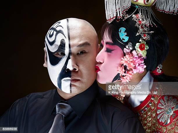 Donna cinese Cantante d'opera Baciare maschio Attore