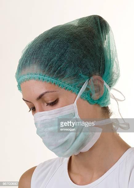 Weiblich Arzt mit einer Maske