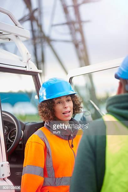 Weibliche Elektrizität Engineer