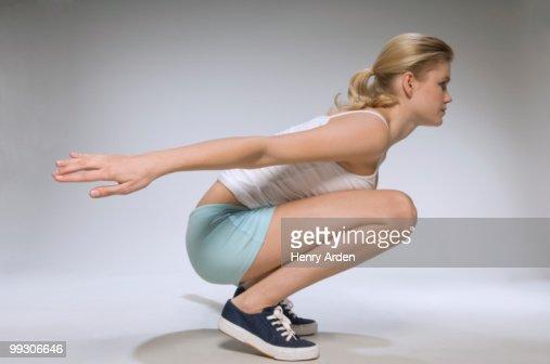 Female exercising in studio : Foto de stock