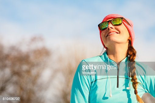 Female fitness sport model outdoor in cold winter weather : Stock Photo