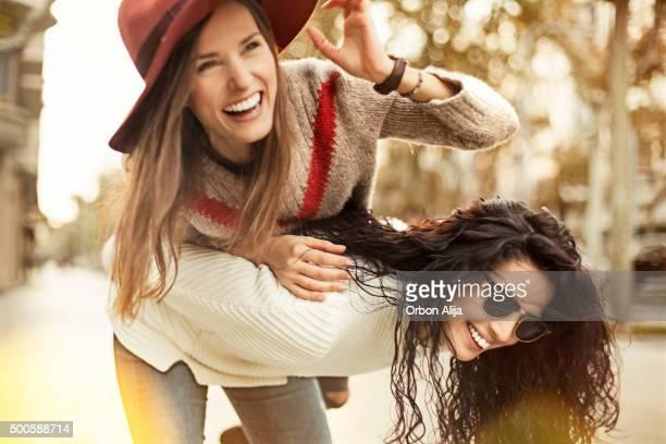 Femmes amis et amusez-vous