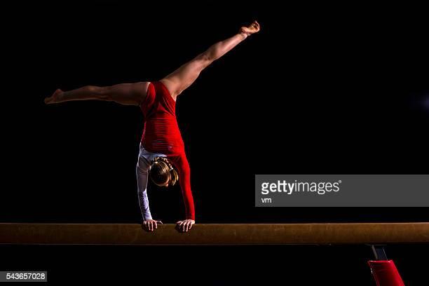 Gymnaste féminine sur Poutre