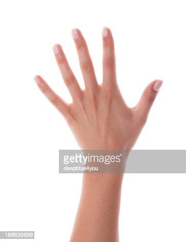 Mujer mano recién pintadas con clavos en blanco