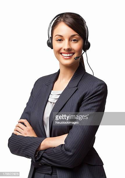 Mujer sonriente con el departamento de asistencia de su gerente de brazos cruzados aislado