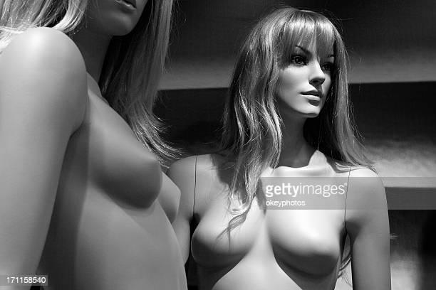 Weibliche Puppen