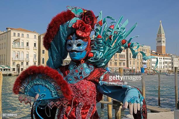 Donna con costume in maschera colorata del Carnevale di Venezia (XXL