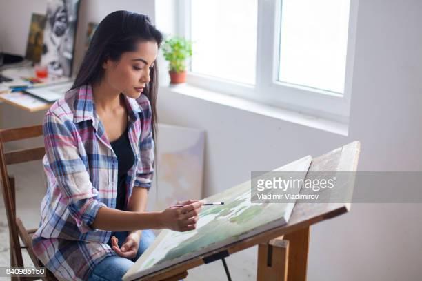 女性画家のアトリエで描く