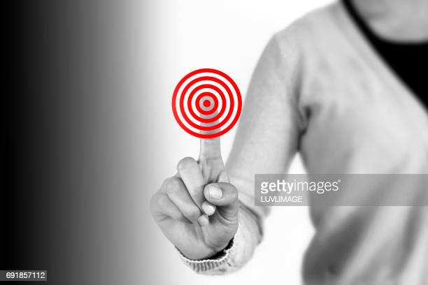 A female person chooses the right red target.