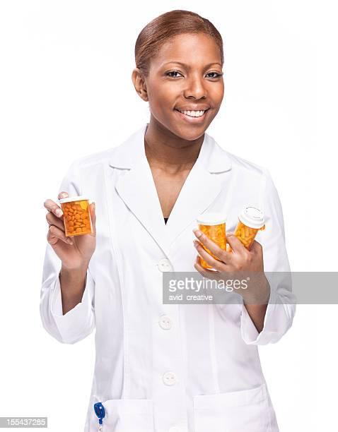 Pharmasist femme avec des médicaments bouteilles