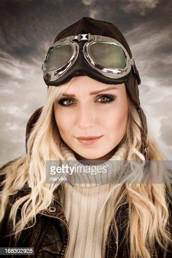 Femme pilote rétro portrait