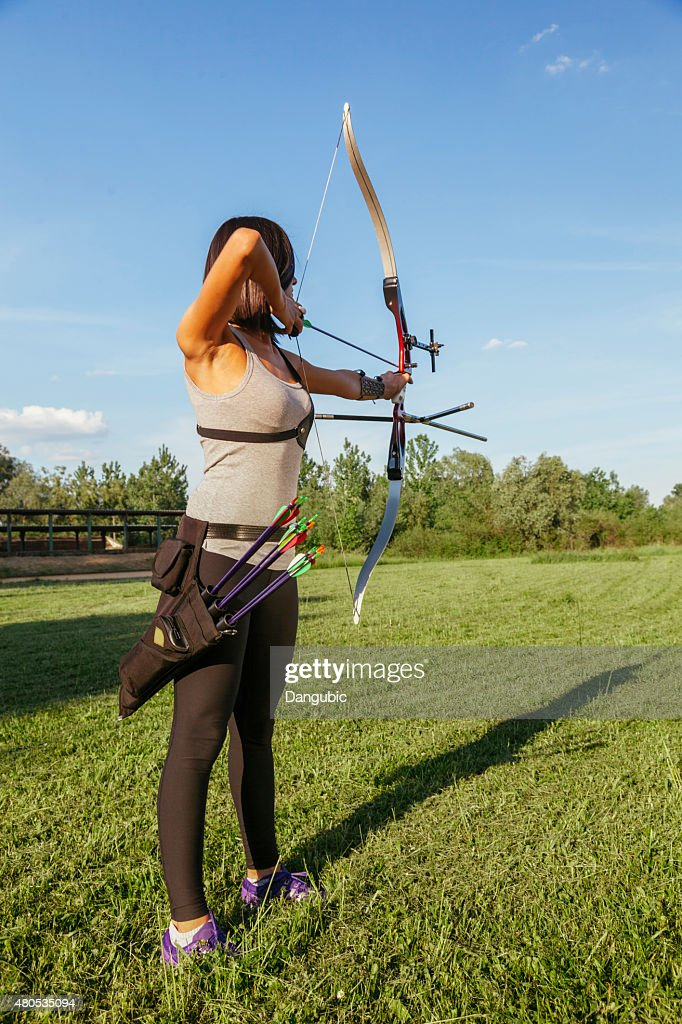 Female Practicing Archery : Bildbanksbilder