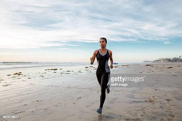 Frau Laufen am Strand