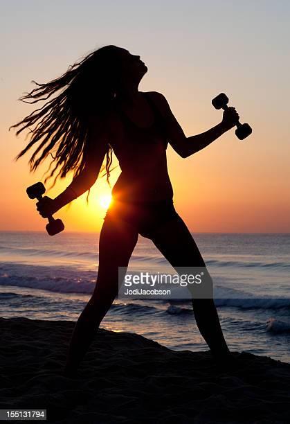 Silhueta feminina fazer nascer do sol de Exercício