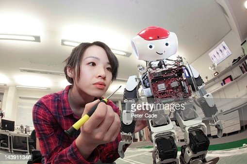 female student building robot : Stockfoto
