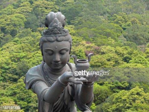 雌寺院の像