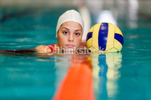6307809bf Menina de pólo aquático   Foto de stock