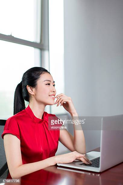 female white-collar workers in the office
