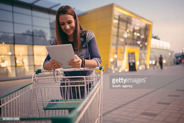Female with shoppingcart