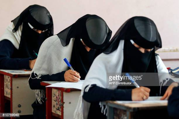 Female Yemeni students sit at a final exam in a secondary school in the capital Sanaa on July 8 2017 / AFP PHOTO / MOHAMMED HUWAIS