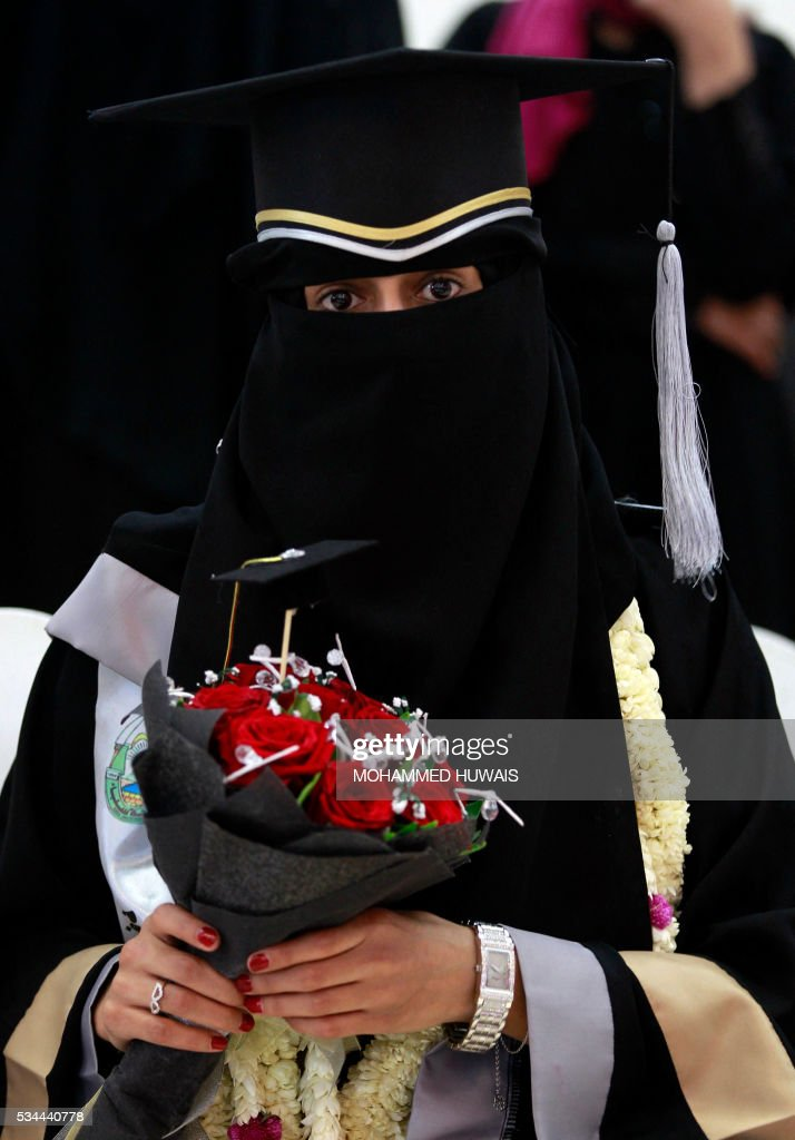 A female Yemeni University graduate poses for a photo during a graduation ceremony in the Yemeni capital, Sanaa, on May 26, 2016. / AFP / MOHAMMED