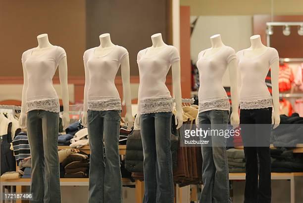 Féminin vêtements dans un magasin