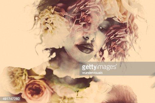 フェミニンな重照射女性の写真とソフトな花