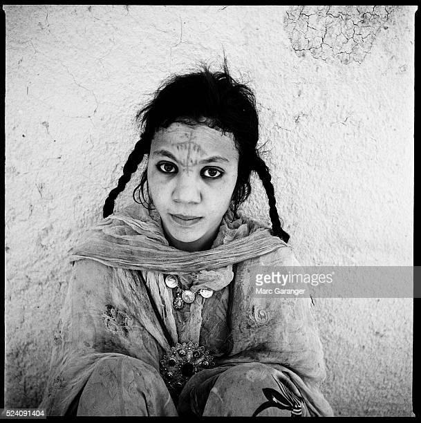 Femme Alg��rienne 1960 photo d'identit�� command��e par l'arm��e francaise a la fin de la guerre d'Alg��rie dans les villages de regroupements...