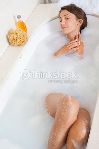 acheter prix raisonnable classcic Femme Dans Son Bain Stock Photo   Thinkstock