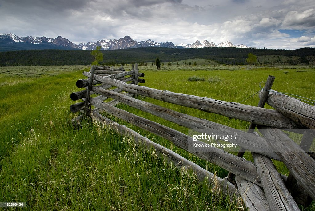 Fence and sawtooths