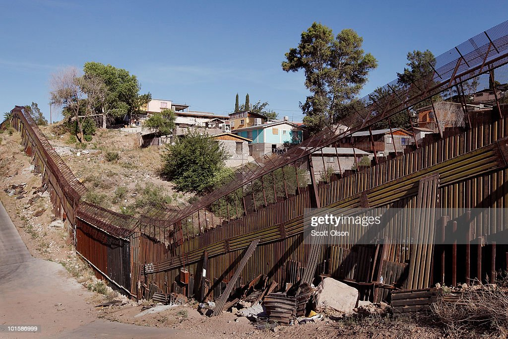 Nogales (AZ) United States  city photos gallery : ... the cities of nogales arizona and nogales sonora a picture id101586999