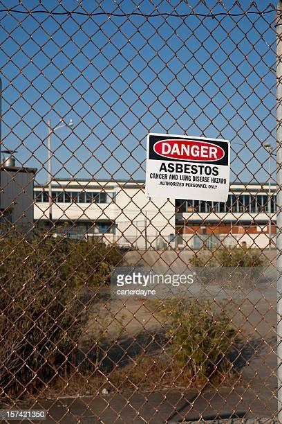 Barrière de Danger amiante avertissement signer attenante.