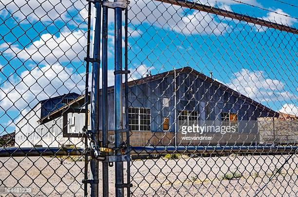 Umzäunt alten Fabrik