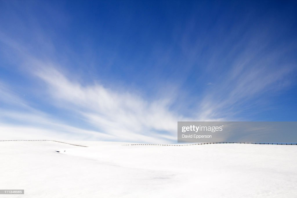 Fenceline across winter landscape : Stock Photo