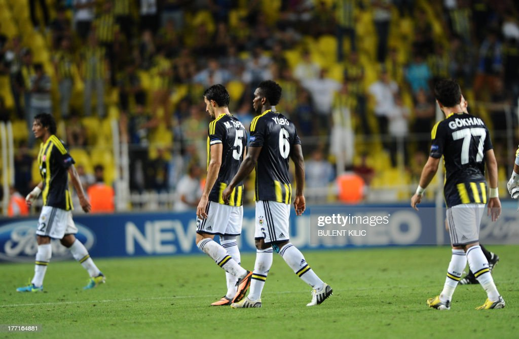 Fenerbahce players react after their UEFA Champions League Play Off first leg match against Arsenal at Sukru Saracoglu Stadium in Istanbul on August 21, 2013. AFP PHOTO/BULENT KILIC