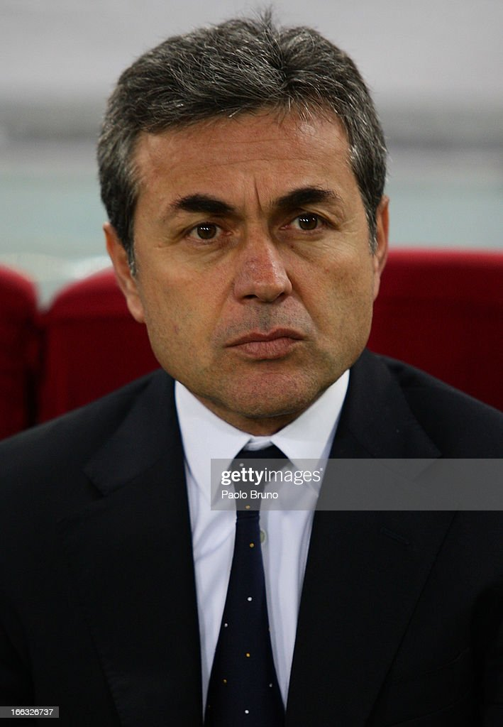 Fenerbahce SK head coach <a gi-track='captionPersonalityLinkClicked' href=/galleries/search?phrase=Aykut+Kocaman&family=editorial&specificpeople=7156561 ng-click='$event.stopPropagation()'>Aykut Kocaman</a> looks on during the UEFA Europa League quarter final match second leg between S.S. Lazio and Fenerbahce SK at Stadio Olimpico on April 11, 2013 in Rome, Italy.