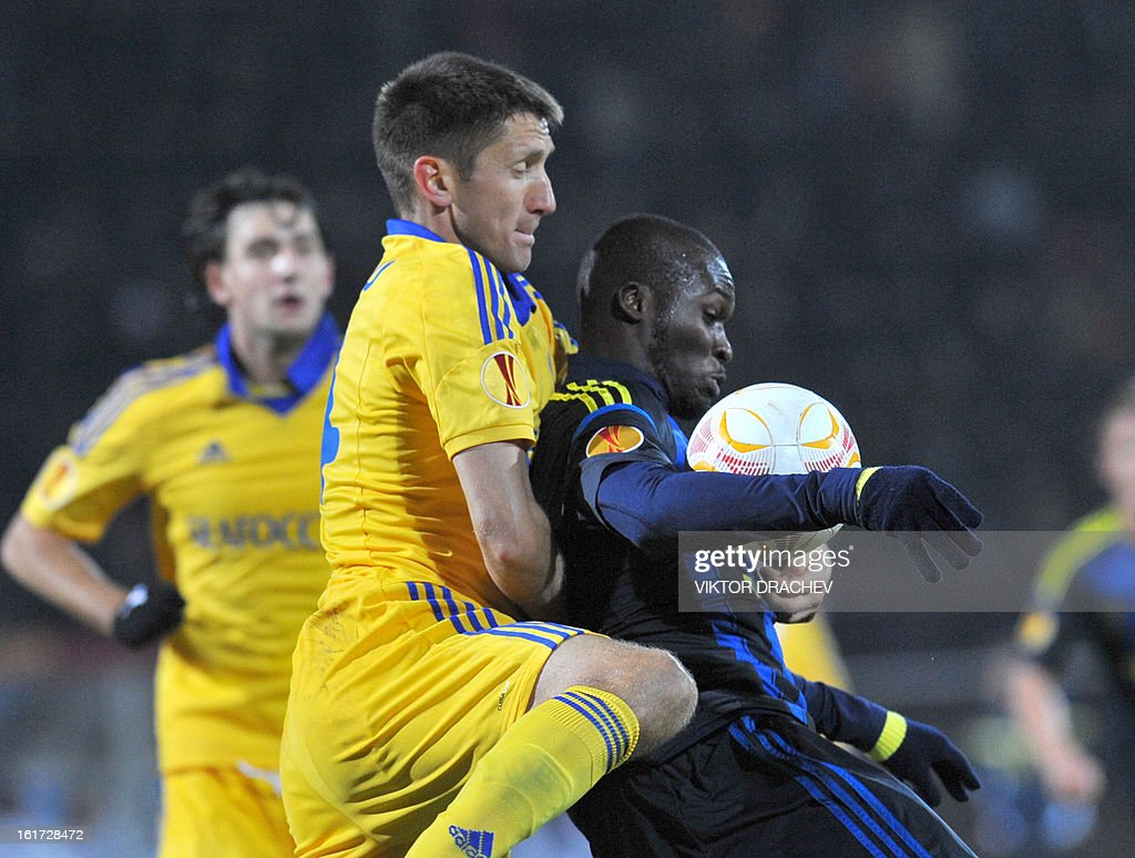 Fenerbahce SK's Moussa Sow (R) and Bate Borisov's Aleksandr Pavlov fight for the ball during their round of 32 Europa League football match at Neman Stadium in the Belarus town Grodno, some 300 km west of the capital Minsk on February 14, 2013.