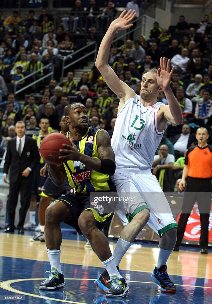 Fenerbahce Ulker`s Michael Batiste (L) vies with Montepaschi Siena`s Viktor Sanikidze (R) during their Euroleague basketball match between at the Ulker Sport Hall in Istanbul on January 4, 2013.