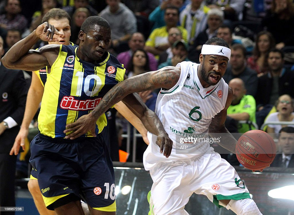 Fenerbahce Ulker`s Romain Sato (L) vies with Montepaschi Siena`s Bobby Brown (R) during their Euroleague basketball match between at the Ulker Sport Hall in Istanbul on January 4, 2013.