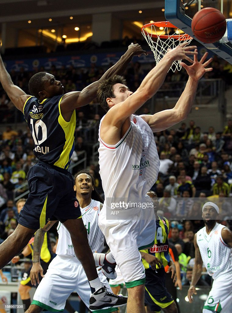Fenerbahce Ulker`s Romain Sato (L) vies with Montepaschi Siena`s Kristjan Kangur (R) during their Euroleague basketball match between at the Ulker Sport Hall in Istanbul on January 4, 2013.