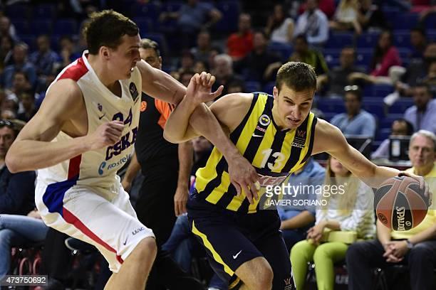 Fenerbahce Ulker's Serbian guard Bogdan Bogdanovic vies with CSKA Moscow's center Sasha Kaun during the Euroleague Final Four basketball third place...