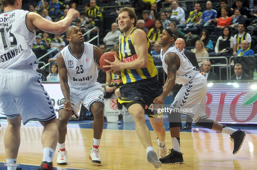 Fenerbahce's Bojan Bagdanovic (C) vies with Besiktas' Daniel Ewing (R) and Patrick Christopher (L) during the Euroleague basketball match Fenerbahce vs Besiktas on February 15, 2013 at Ulker Sportsi Arena in Istanbul.