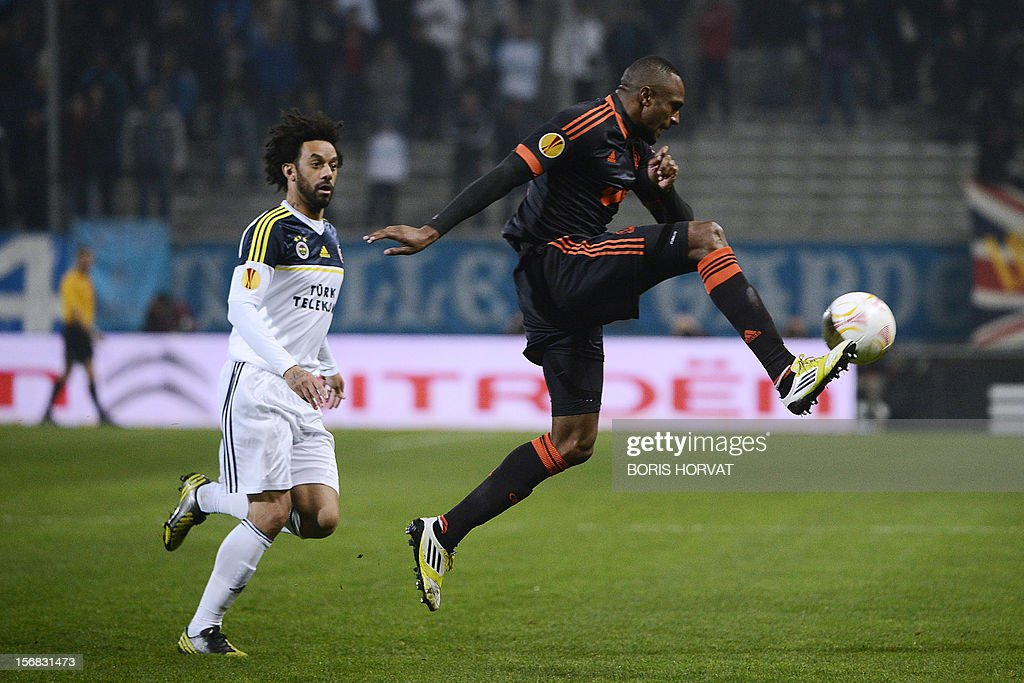 Fenerbahce's Brazilian midfielder Mark Cristian (L) fights for the ball with Marseille's French defender Abdallah Kassim during the UEFA Europa League football match Olympique Marseille vs Fenerbahce SK at the Velodrome stadium in Marseille, southern France, on November 22, 2012.