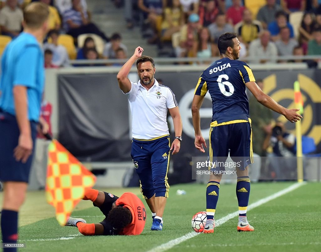 Fenerbahce's coach <a gi-track='captionPersonalityLinkClicked' href=/galleries/search?phrase=Vitor+Pereira+-+Soccer+Coach&family=editorial&specificpeople=8936057 ng-click='$event.stopPropagation()'>Vitor Pereira</a> (C) reacts during the UEFA Champions League third qualifying round football match between FC Shakhtar Donetsk and Fenerbahce SC in Lviv on August 5, 2015. AFP PHOTO / SERGEI SUPINSKY