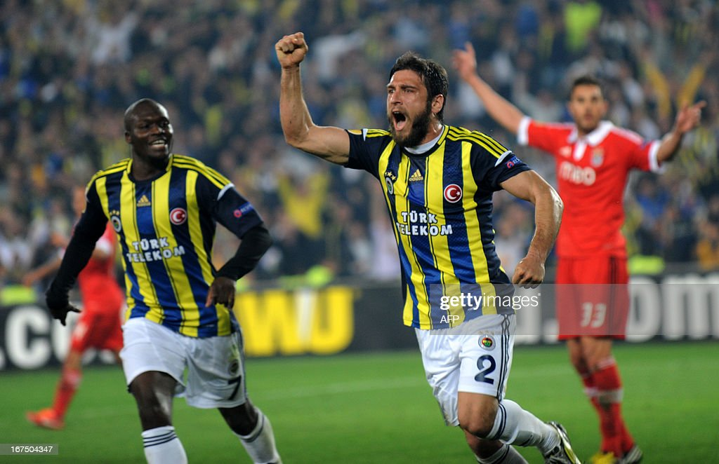 Fenerbahce's Egemen Korkmaz (C) celebrates after scoring during an UEFA Europa League semi-final football match between Fenerbahce and Benfica at Sukru Saracoglu stadium on April 25, 2013 in Istanbul. AFP PHOTO/BULENT KILIC