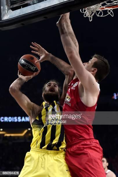 Fenerbahce's Italian forward Luigi Datome vies with Olympiacos Piraeus' Greek forward Dimitrios Agravanis during the first place basketball match...