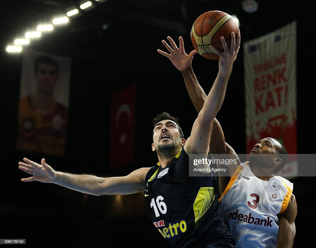 Fenerbahce's Kostas Sloukas (R) and Galatasaray Odeabank's Errick McCollum in action during the Turkish Spor Toto Basketball League play-offs semi-final match between Galatasaray Odeabank and Fenerbahce at Abdi Ipekci Sports Hall in Istanbul, Turkey on May 31, 2016.