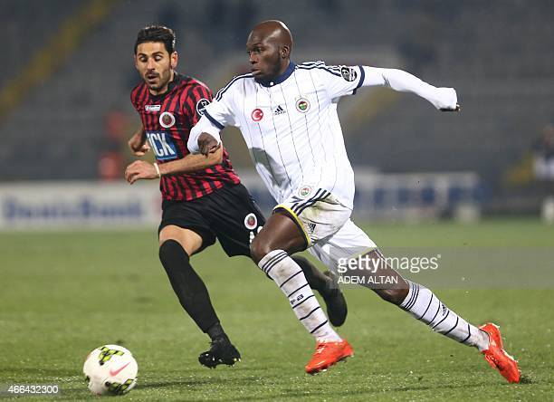 Fenerbahce's Moussa Sow runs with the ball during Turkish Spor Toto Super League football match between Fenerbahce and Genclerbirligi at 19 May...
